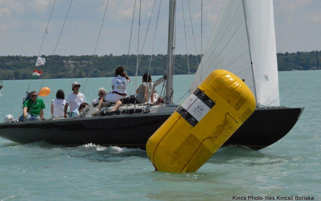 15 hajós segítette a sérült gyerekeket
