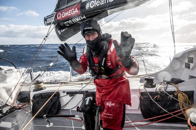 VOR: Fisher a tengerbe veszett